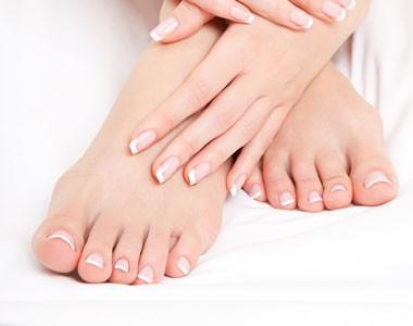 Beauté des pieds complète avec pose de vernis